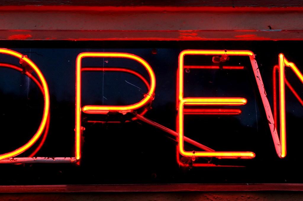 Neonschrift open, geöffnet