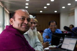 Bazlur Rashid (left) and other scientists from Bangladesh Meteorological Department at the November 2017 workshop with CIMMYT and IRI. Dhaka, Bangladesh. Photo: Elisabeth Gawthrop/IRI