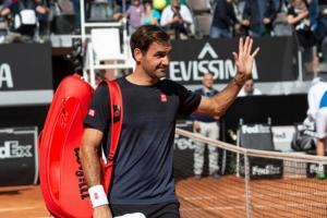 Roger Federer suffers leg injury and withdraws from Rome