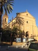 Католическая церковь Святого Креста свой rear показывает туркам