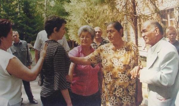 По аяту на брата: как секта из Казахстана поработила умы россиян