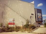 Baufälliges Kino Seitenansicht