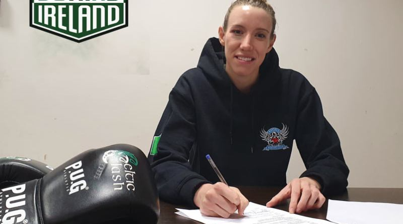 Hindle signs with Boxing Ireland and increases Irish pro female fight contingent