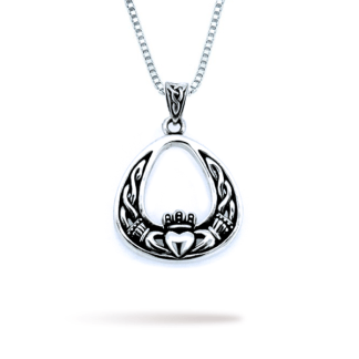 silver_claddagh_in_healing_oval