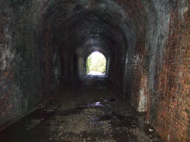 W tunnel inside detail
