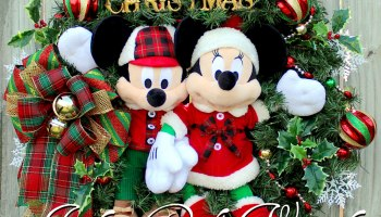 mickey and minnie mouse merry christmas wreath disney christmas rustic cabin christmas sleigh