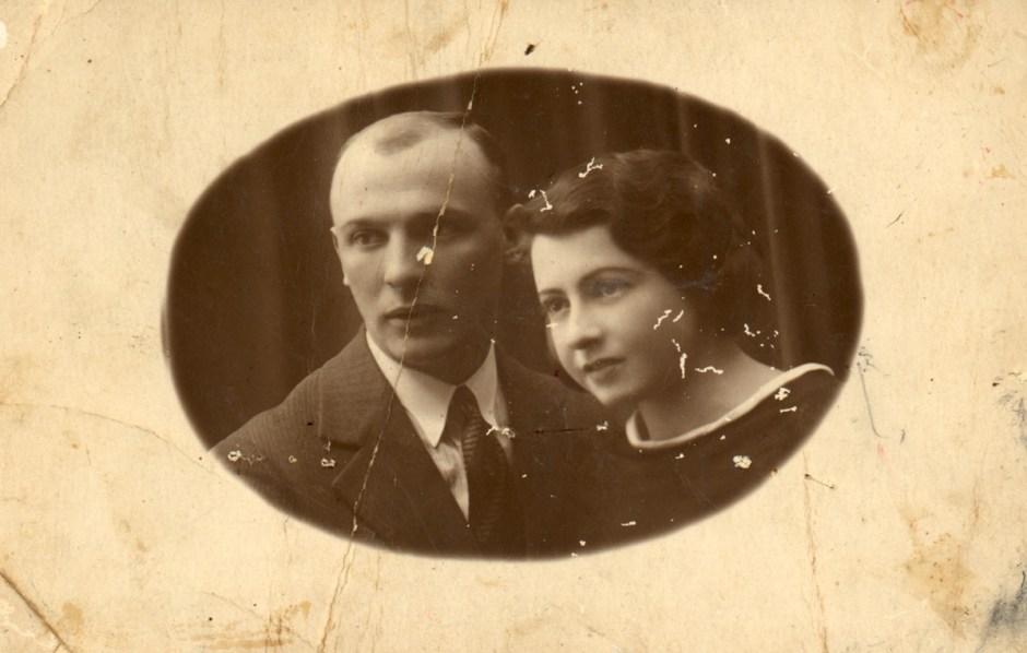 Photo restoration of historical Jewish Photo