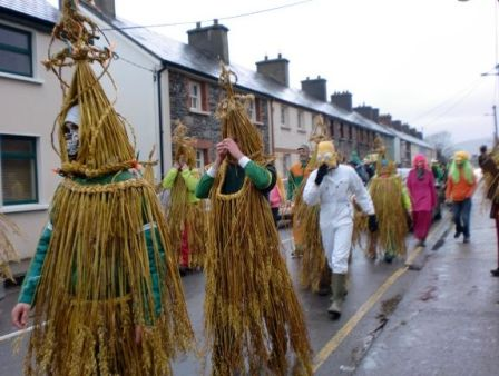 st-stephens-day-green-goldparade-dingle-ireland+1152_13326480249-tpfil02aw-19422