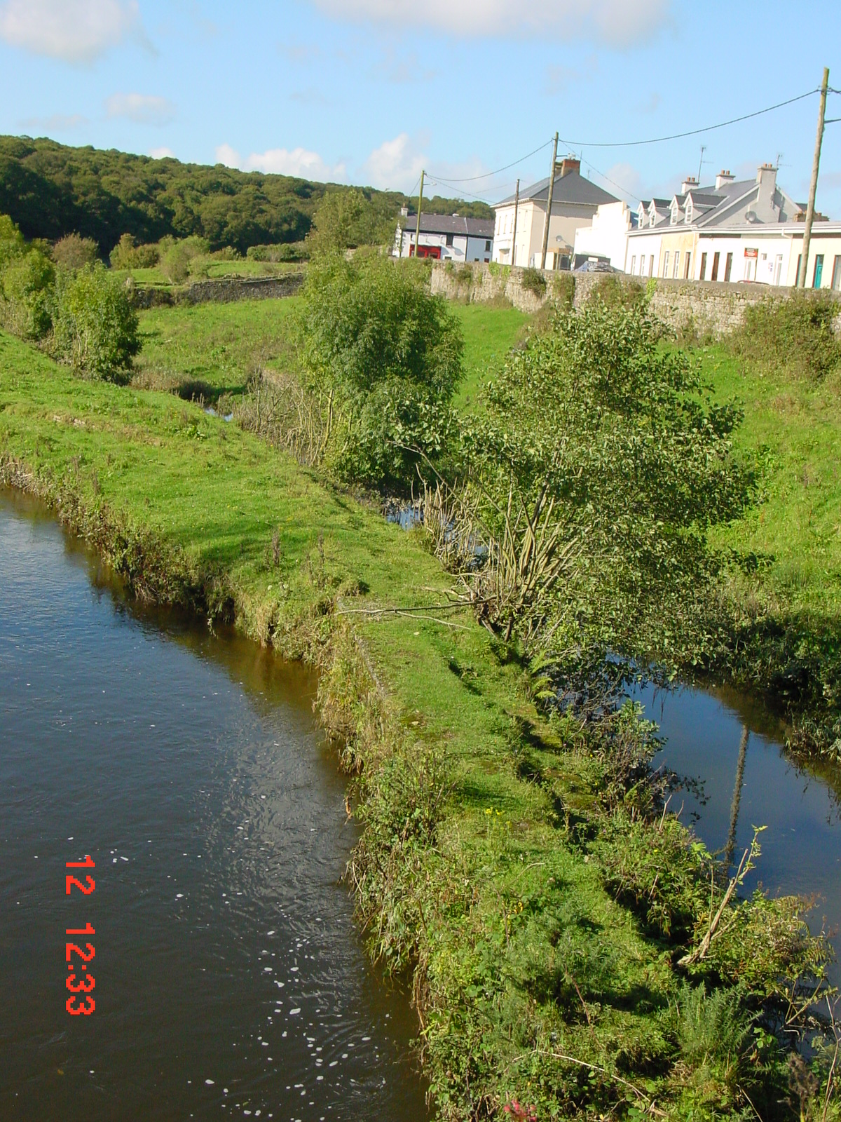 The River Clodiagh to the left, the canal to the right