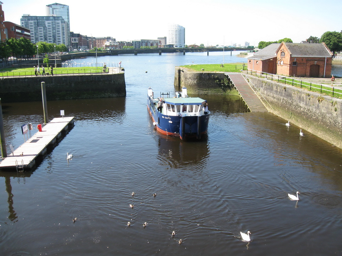 Inis Cealtra approaching the sea lock in Limerick