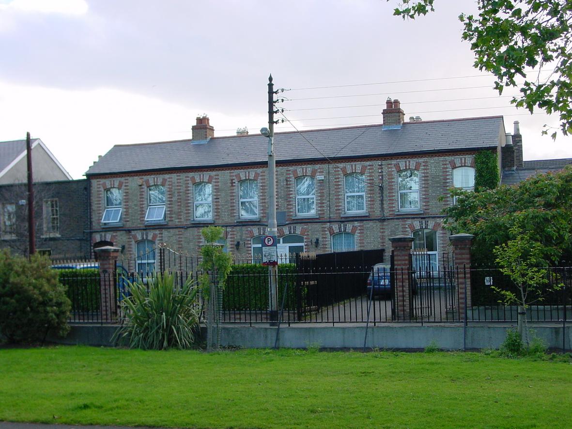 House opposite the basin
