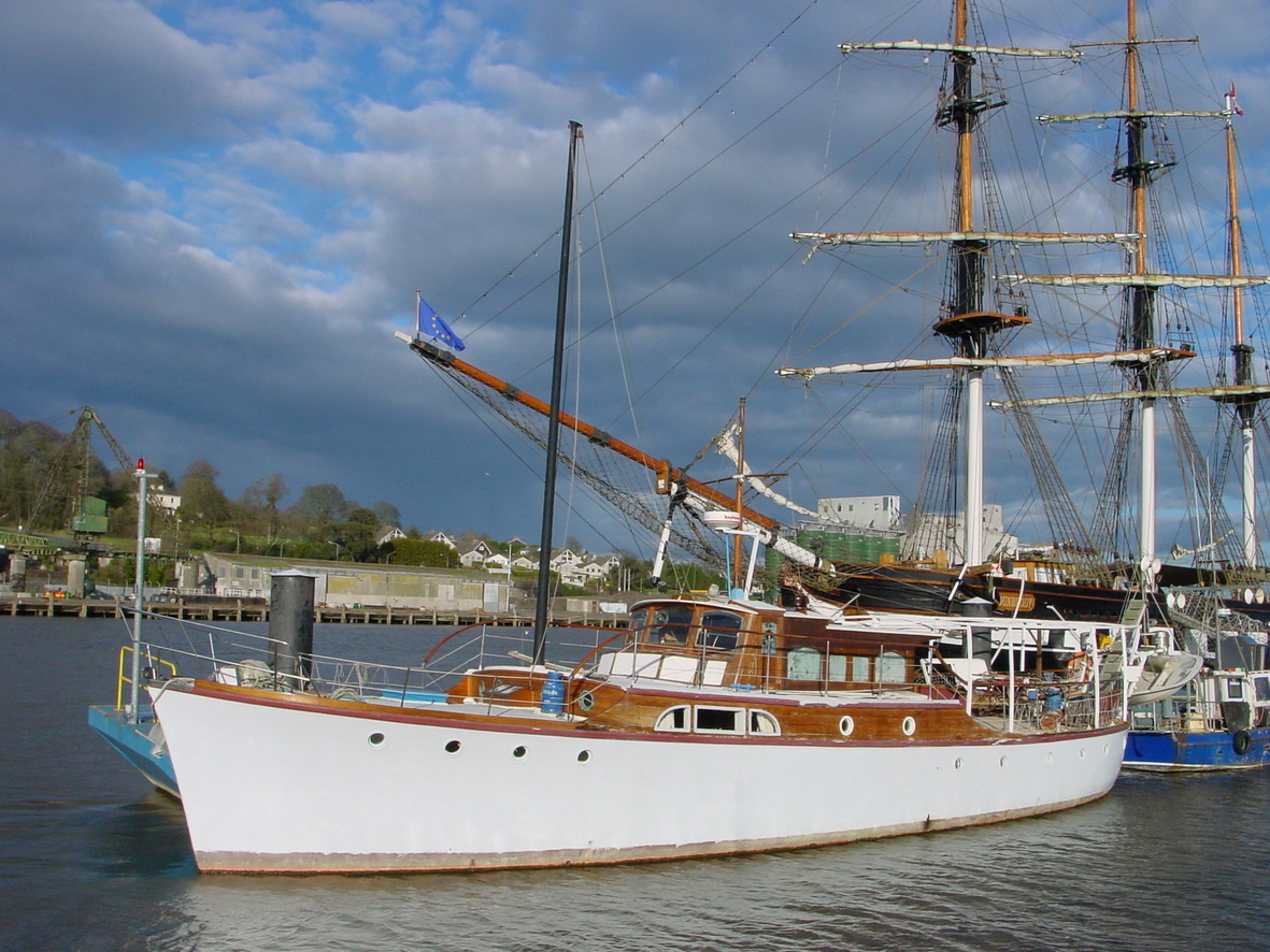 Dunbrody and cruiser in Waterford