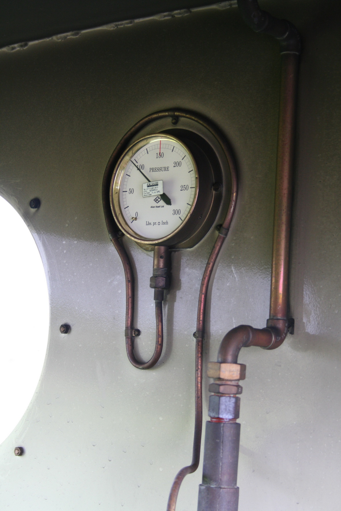 The steam pressure gauge