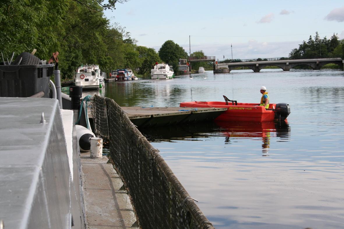 Moving the pontoon alongside 1