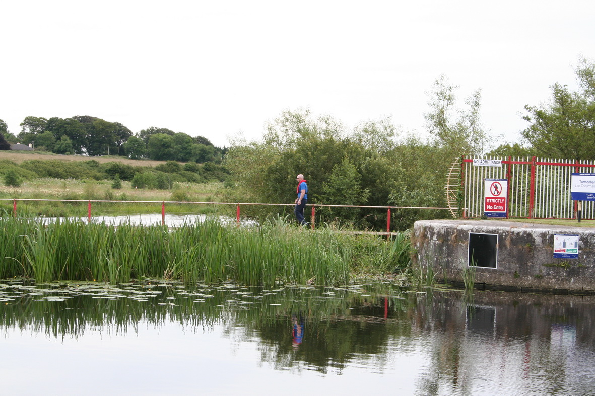 The lockkeeper goes to close the sluices