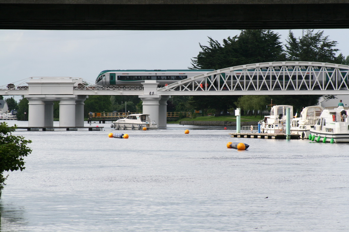 A cruiser (seen from downstream) navigating around the obstacles