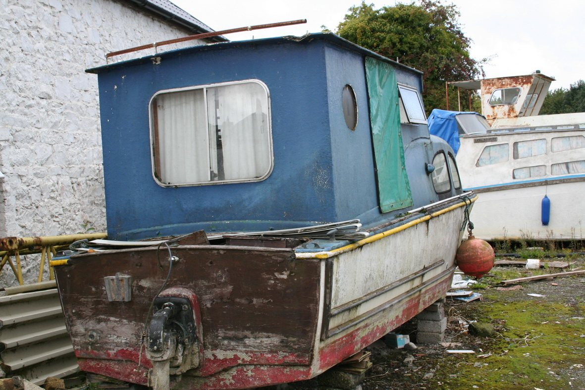 Could this be a GRP hull with a wooden transom?