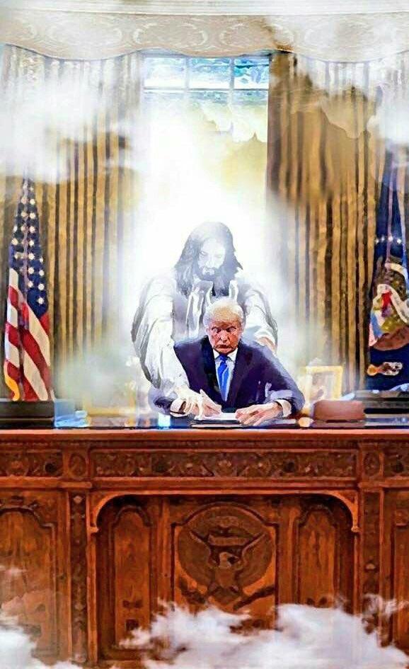 Trump-desk