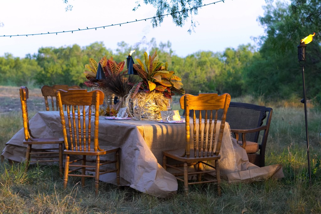 beautiful-outdoor-fall-halloween-dining-decorating-irisnacole-com