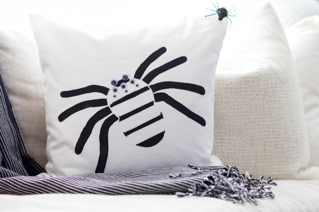 Cutting Edge Pillow Stencil-Paint-a-Pillow Halloween-Spider-Kit