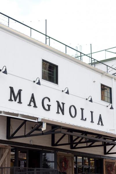 #magnolia  Some of you got it right away, and some just appreciated the great decor from last night's teaser post.  I'm sharing my recent trip to @magnoliamarket over on the blog.  You won't want to miss it, and all the great photos I'm sharing either!  I hope you have a moment to visit!! Link can be found here -->@irisnacole