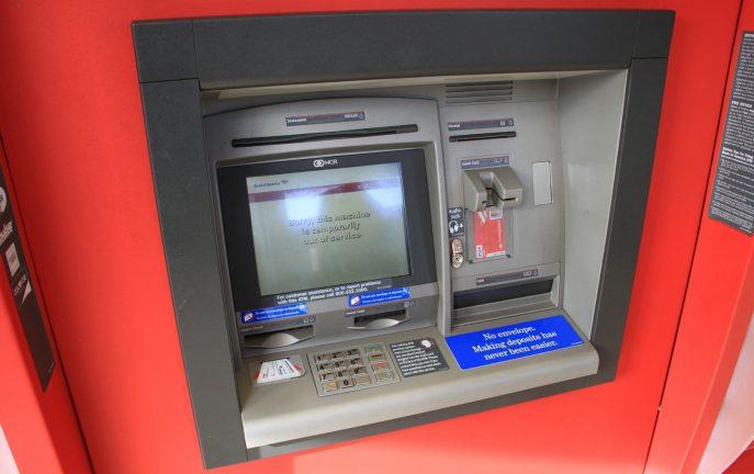 Ukradli bankomat przy użyciu... koparki