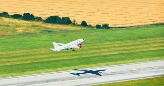 UE: Francja proponuje nowy podatek lotniczy. Bilety znacznie zdrożeją