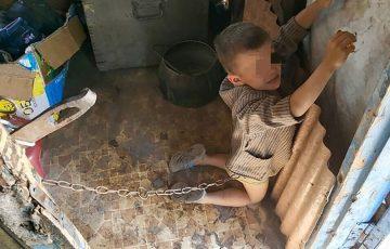 Koszmar 6-letniego chłopca. Był przywiązany łańcuchem