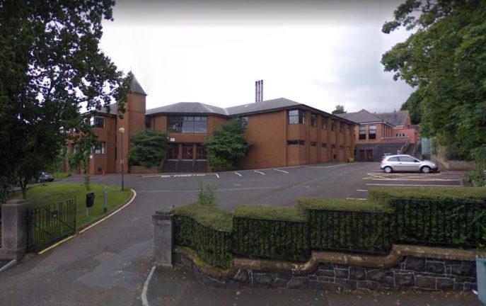 Irlandia Północna: 13-latek dźgnął w szkole 10-letniego ucznia