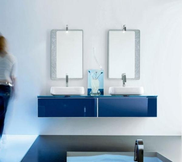 Blaue badezimmermbel
