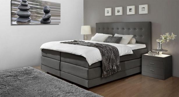 Schlafzimmer in grau und wei
