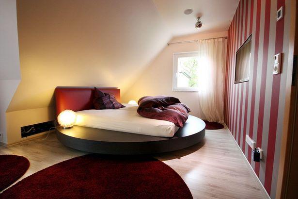 Zimmer Mit Dachschräge Farblich Gestalten Schrank Unter