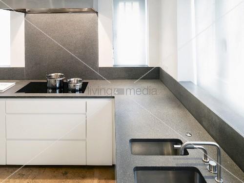 Weiße Küche Arbeitsplatte   Klassik Küche Häcker Weiß Modern ...