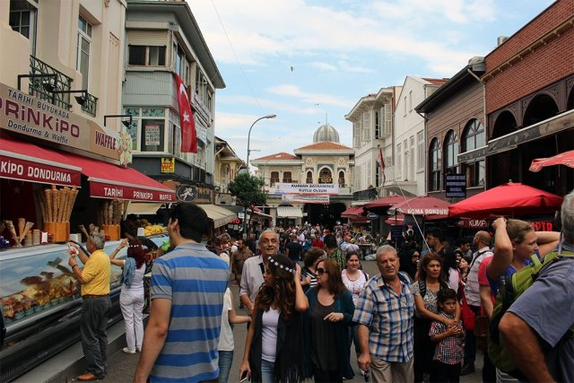 The Prince Islands: how to get, places to see, things to do | The first street newcomers see on Büyükada