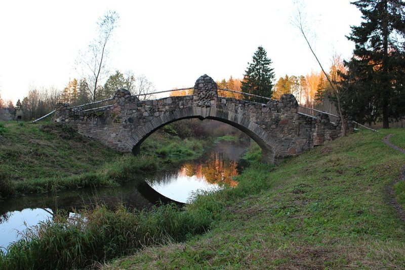 3 Best 1-Day Trips from St. Petersburg | A bridge in the park of Pavlovsk
