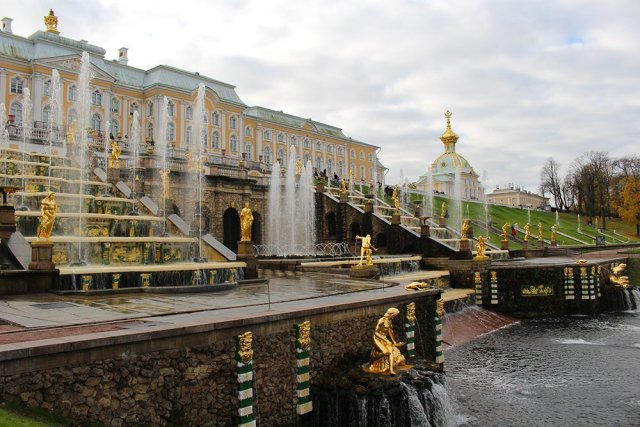 3 Best 1-Day Trips from St. Petersburg | Cascade fountains