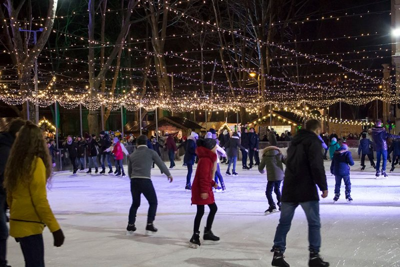 Christmas Fair in Chisinau, Moldova | The skating-rink