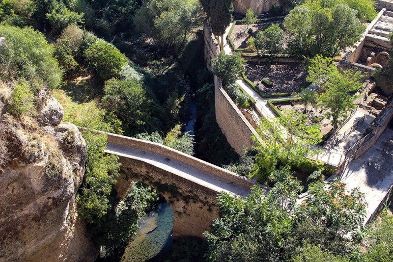 3 weeks of solo travel in Spain, Part 5: 1 day trip to Ronda | Puente Arabe