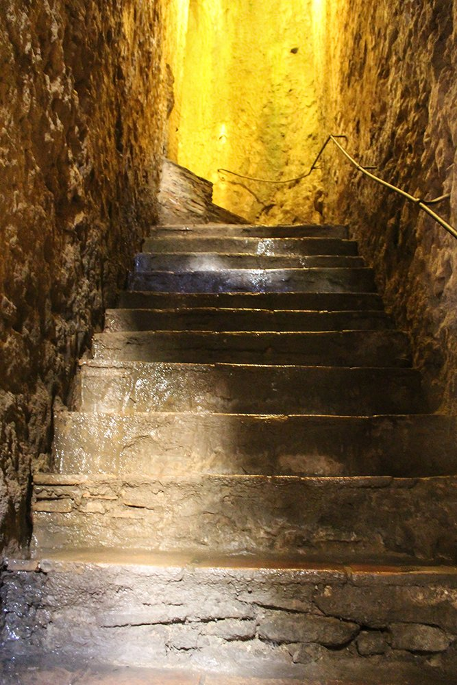 3 weeks of solo travel in Spain, Part 5: 1 day trip to Ronda | Stairs in the water mine