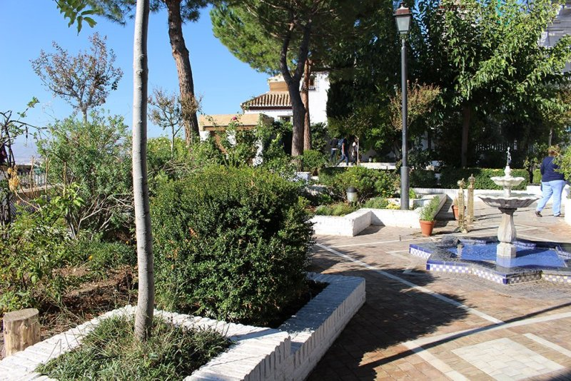 3 Weeks of Solo Travel in Spain, Part 3: things to do in Granada | The Mosque Gardens