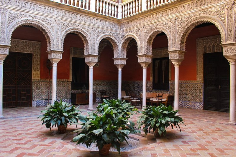 3 Weeks of Solo Travel in Spain, Part 6: a Long List of Places to See in Seville | Casa de Salinas