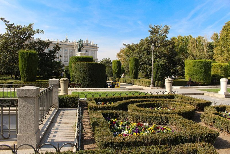 Free things to do in Madrid, Spain | Plaza de Oriente