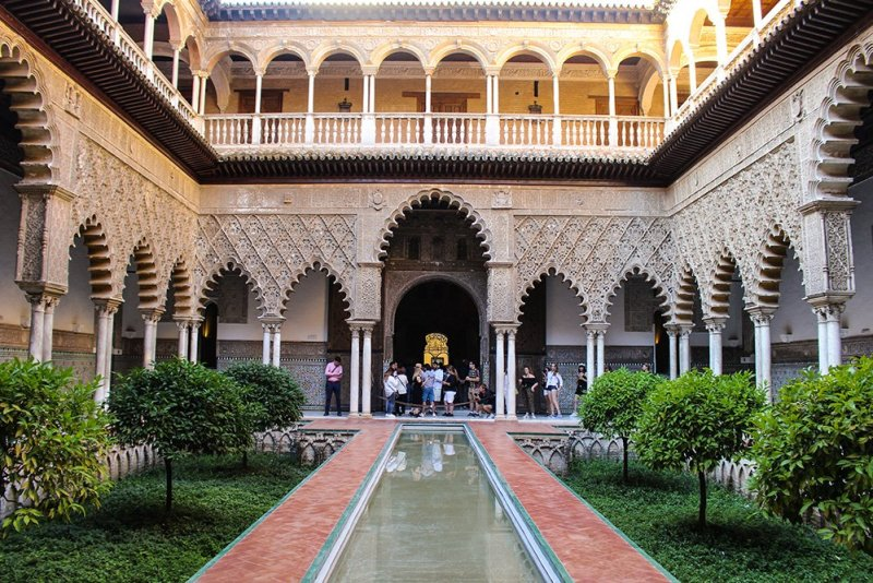 3 weeks in Spain itinerary | Courtyard in the Real Alcazar