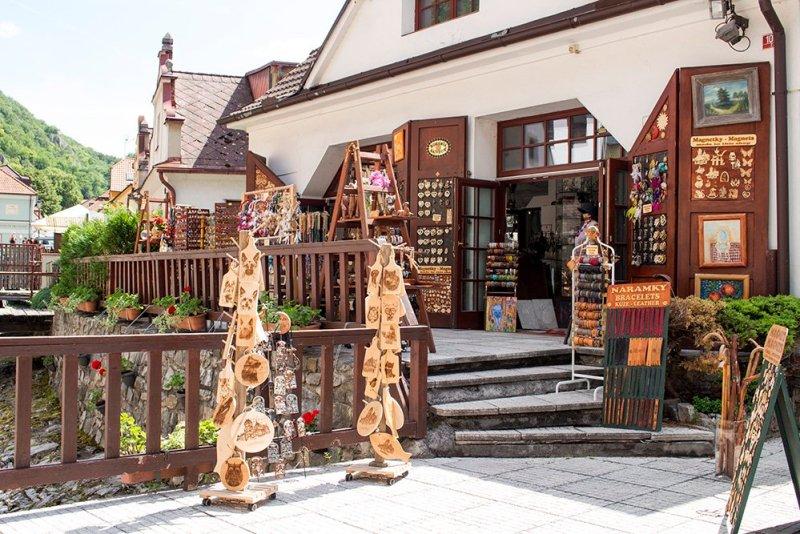 From Prague to Karlstejn Castle, Czech Republic | A souvenir shop in Karlstejn