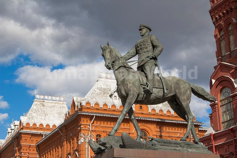 Moscow pictures: stunning photos of Moscow   Monument to Zhukov next to the Red Square