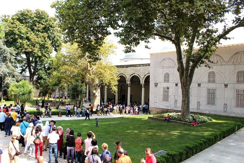 Что нужно знать перед поездкой в Стамбул   Очередь в Сокровищницу в Топкапы