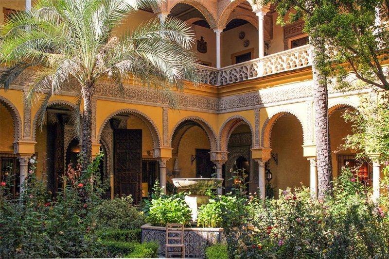 Главные и самые красивые достопримечательности Севильи | Дворец Дуэний