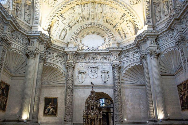 Главные и самые красивые достопримечательности Севильи | внутри Севильского собора
