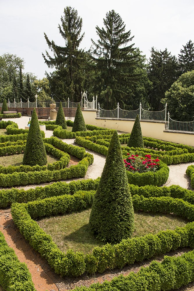 Things to do in Olomouc, Czech Republic, in half a day | A cute garden on the way to the rosarium
