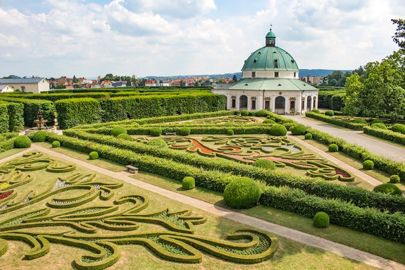 Czech Republic: Visiting Kromeriz Castle and Gardens from Brno   Rotunda and the garden from the wall